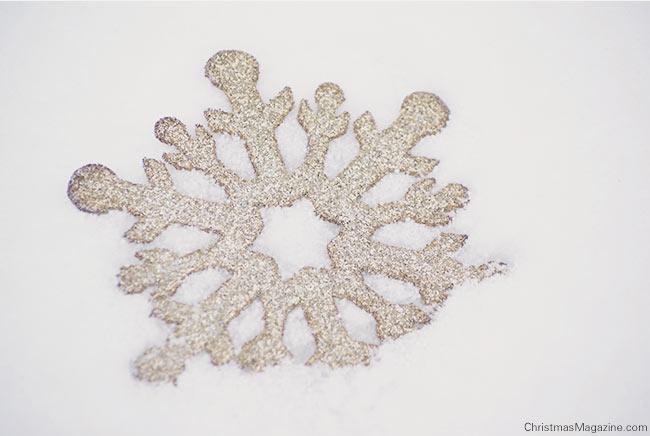 glitter star in snow