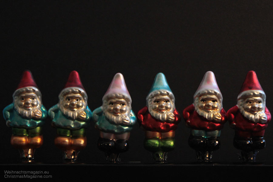 line of dwarfs
