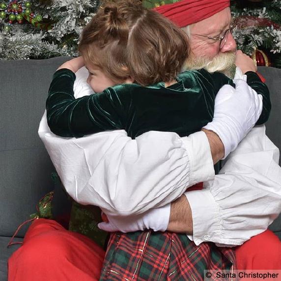 Santa Christopher wilt little girl